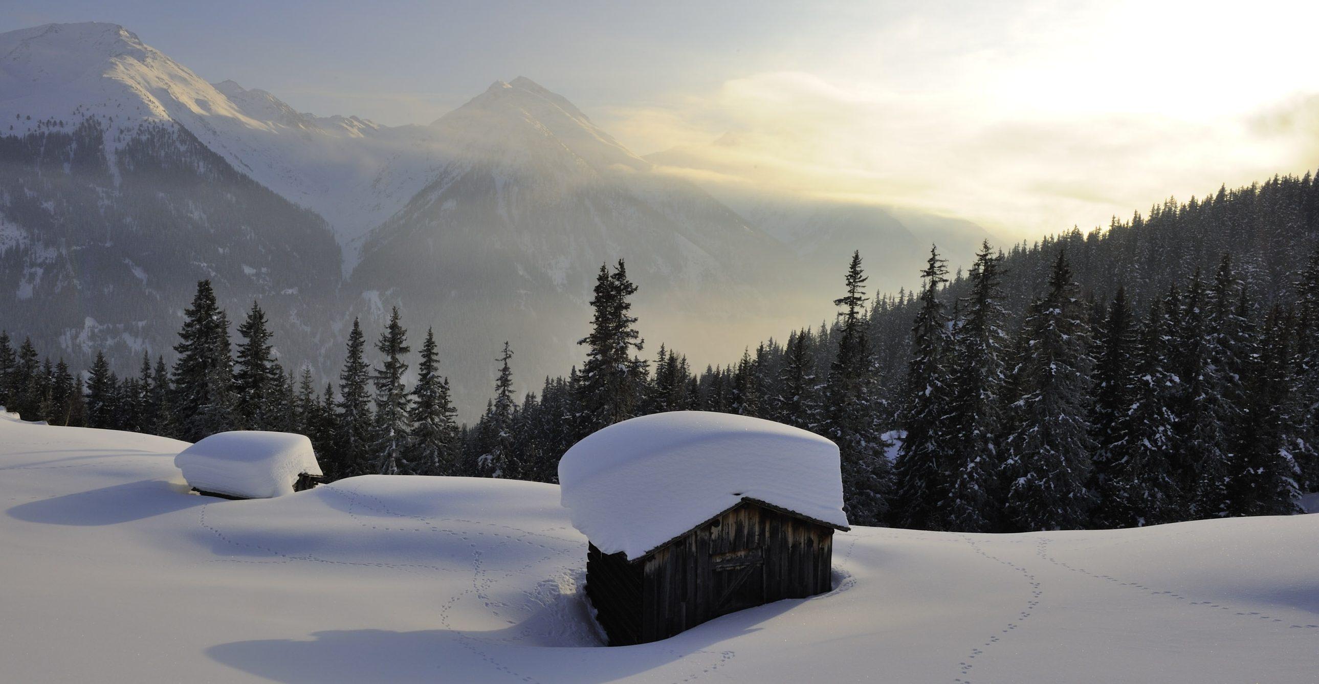 Tirol, verschneite Landschaft, Sonneneinstrahl, Winterlandschaft