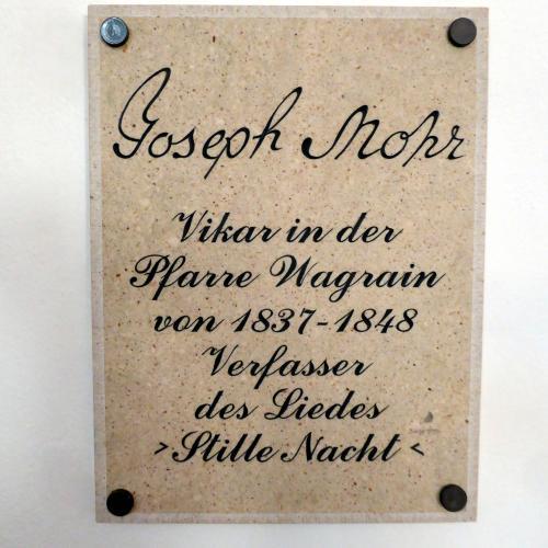 La targa di marmo dedicata a Mohr a Wagrain