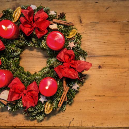 Adventkranz, rote Kerzen