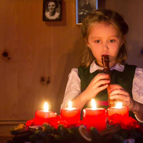 Child playing the flute © SalzburgerLand Tourismus, christmas