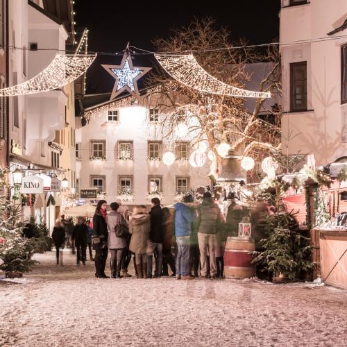 Weihnachtsmarkt, Schnee, Christbaum