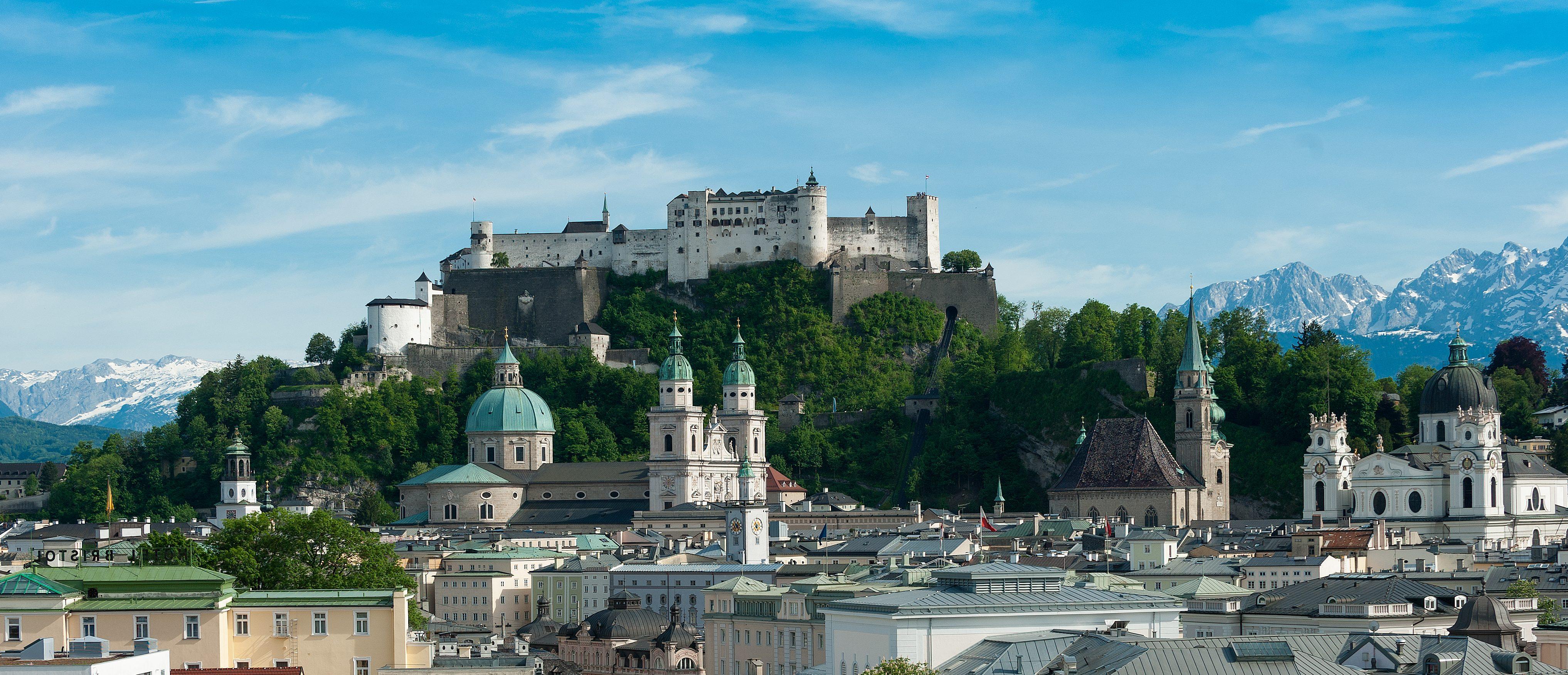 Blick über den Mirabellgarten auf die Altstadt Salzburg