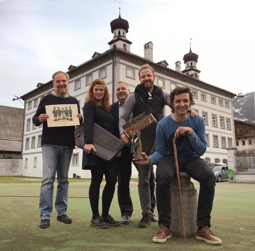 (c) Reiter: Hannes Pramstraller, Sandra Hupfauf, Martin Reiter, Tobias Reitmeier and Stefan Lechner (from left to right) are still busy with the design of the exhibition at Fügen Castle.